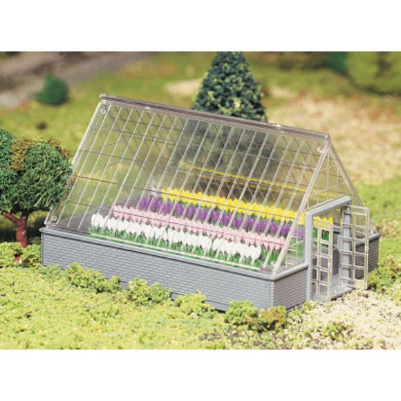 Bachmann Plasticville Greenhouse with Flowers