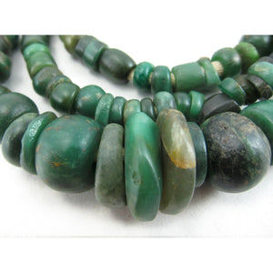 12th-16th Century Forest Green Serpentine Necklace 4