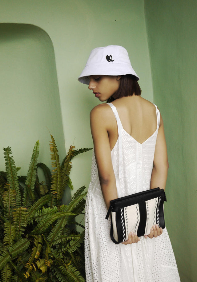 Hat Alicia White - A bucket hat in white – the perfect accessory for...
