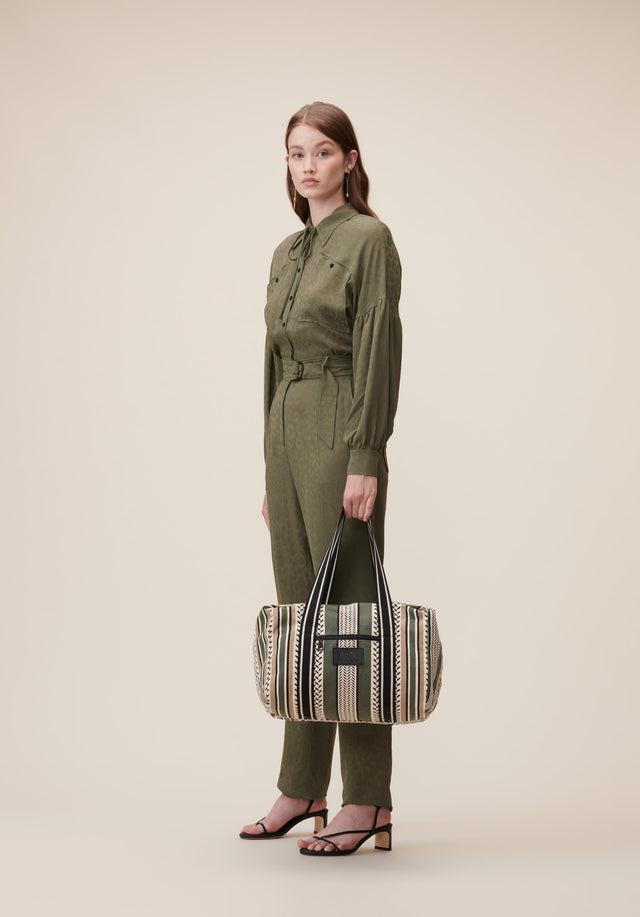 Big Bag Muriel Colored Olive and Warm Sand - Our beloved Muriel in Olive. A spacious weekender bag made... - 2/10