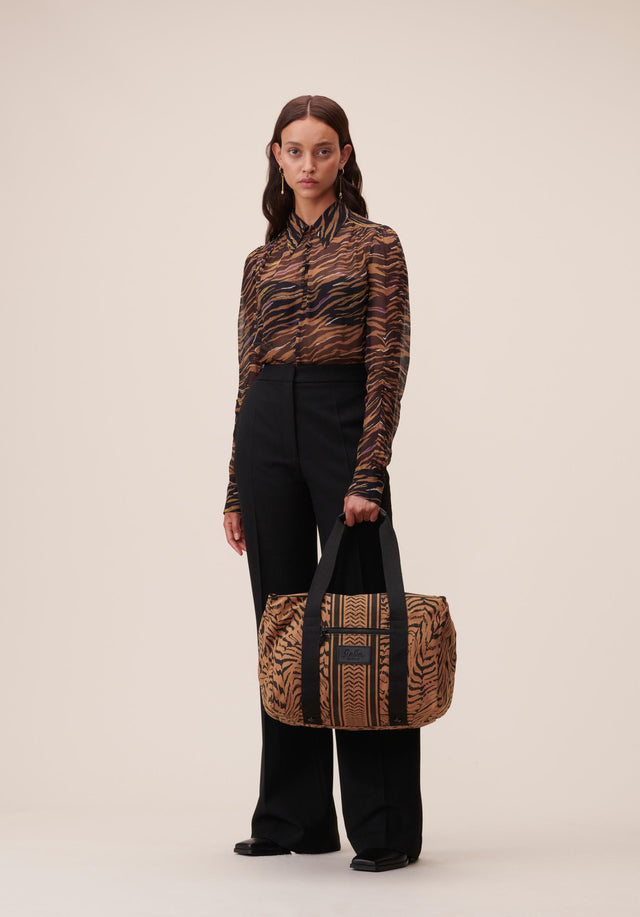 Big Bag Muriel Zebra Camel Zebra - A spacious weekender made of canvas sporting a vibrant zebra...