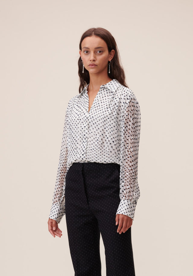 Blouse Beliz Polka Kufiya White - A classic shirt blouse made of energetically printed devoré, with...