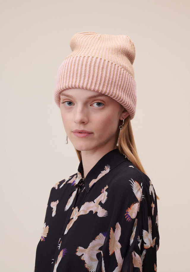 Cap Line Bicolor Camel & Pale Pink - A warm and cosy cap made of soft wool with...