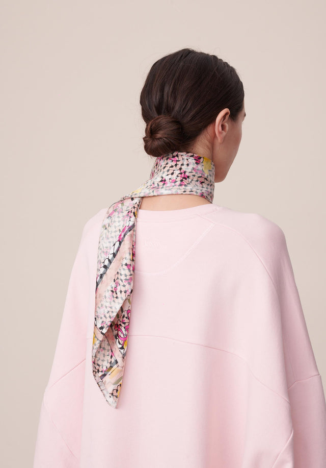Cube Ariel M Kufiya Cosmos Pink - A fine and lightweight rectangular scarf made of 100% silk,...