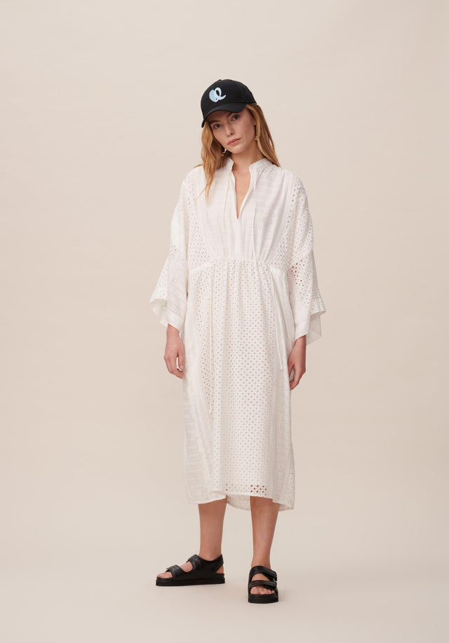 Dress Delias Broderie Anglaise Kufiya - Welcoming our urban kaftan in delicate broderie anglaise to the... - 1/11