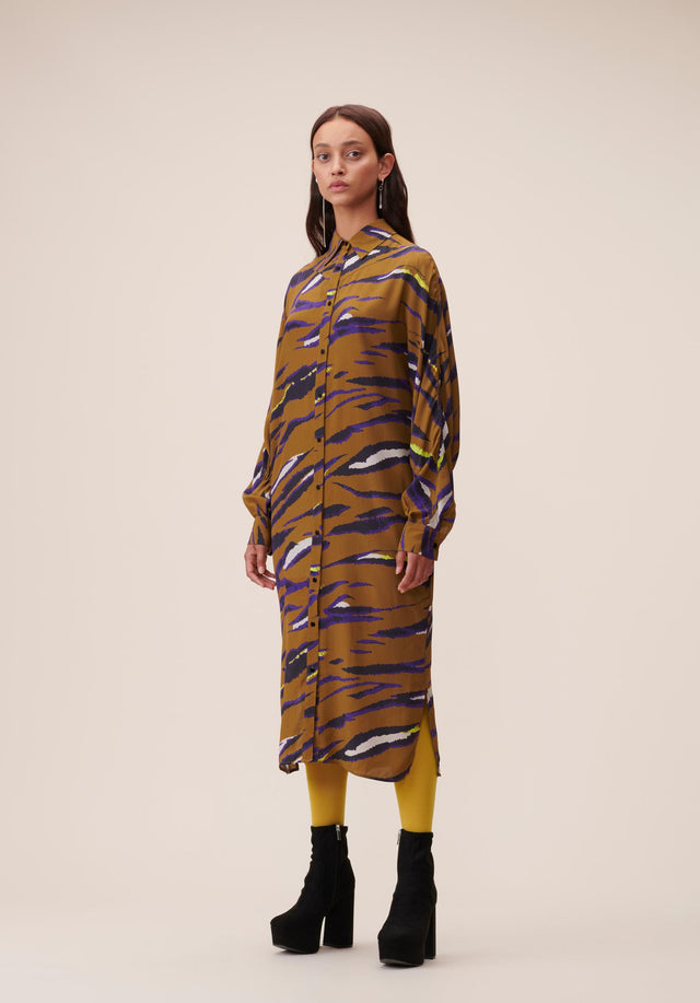 Dress Drake Bronze Zebra - A relaxed shirt dress featuring our Fall/Winter 20 Bronze Zebra...