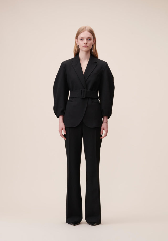 Jacket Java Black - A feminine blazer made of a slightly stretchy viscose blend,...