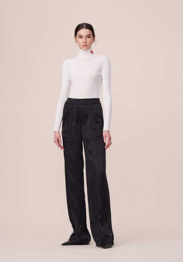 Jumper Becky White - An elegant turtleneck jumper in off-white made of soft merino...