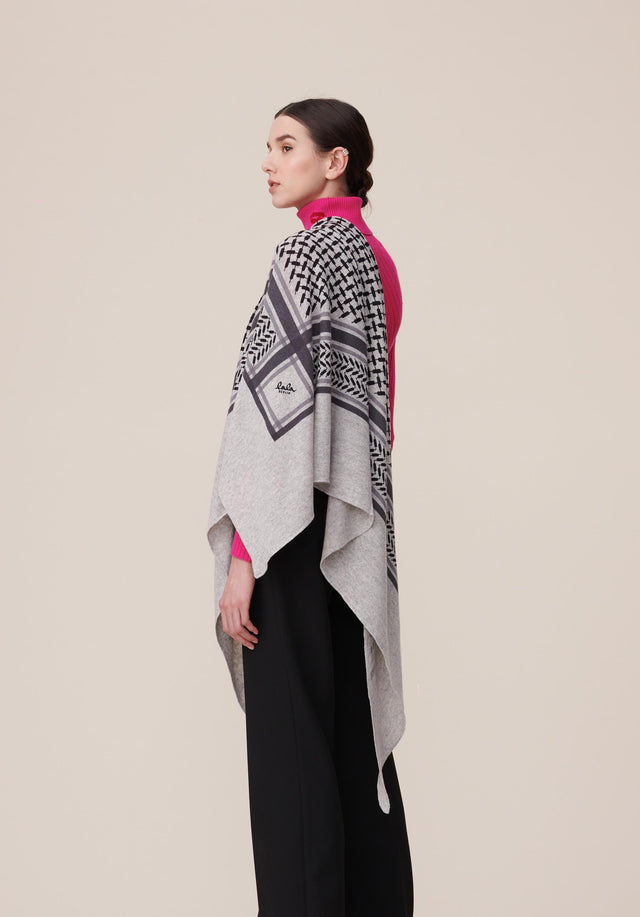 Triangle Trinity Classic L Flanella Light grey melange - A large luxuriosly soft, triangle shaped cashmere scarf, featuring a...
