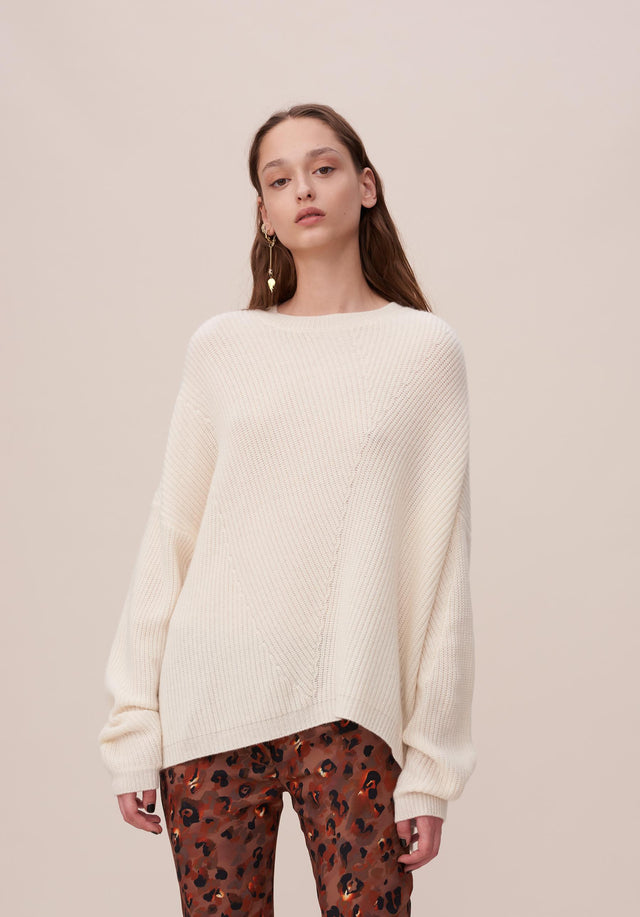 Jumper Kassandra Whisper White - A cosy knit jumper with an asymmetrical and oversized silhouette...