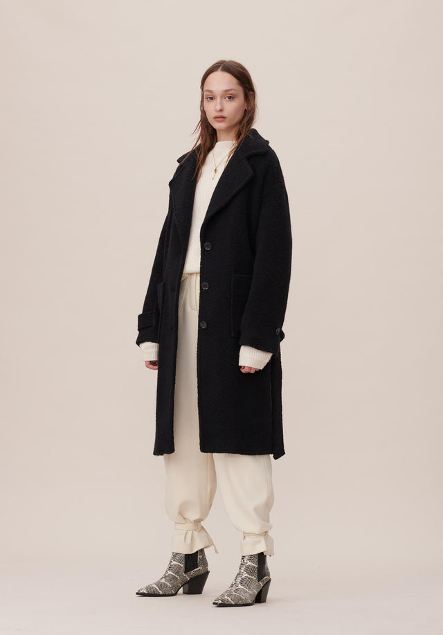 Coat Connie Black - A relaxed teddy-style trenchcoat with a detachable waist belt in...