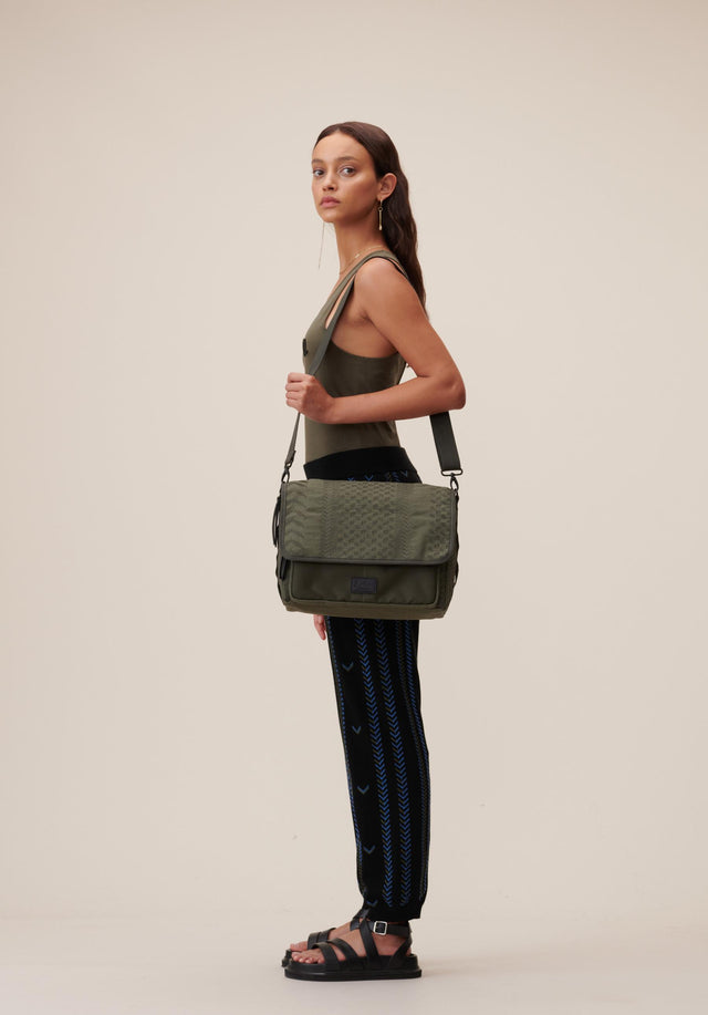 Messenger Alexine Embroidery Embroidery Olive - A casual messenger bag made of canvas, sporting a utility...