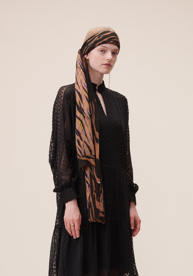 Scarf Alyssa Black Zebra - A soft and lightweight scarf, made of 100% wool, featuring...