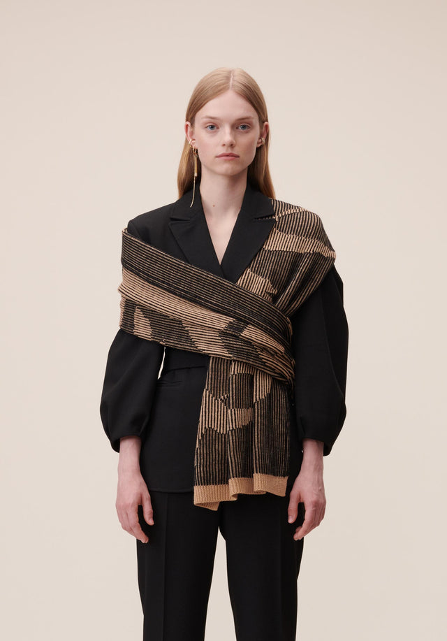Scarf Kiera Camel & Black - A warm and cosy scarf made of soft wool with...