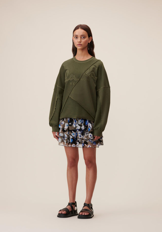 Sweatshirt Izola Olive - A casual, oversized sweatshirt made of 100% cotton, sporting a...