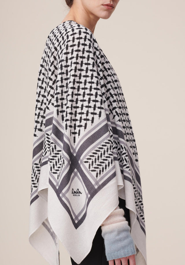 Triangle Trinity Classic M Alabastro off-white - A luxuriosly soft, triangle shaped cashmere scarf, featuring a classic...