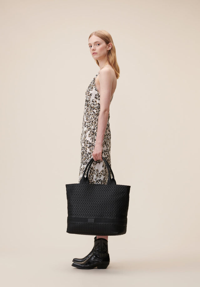 Tote Lane Kufiya Embroidery Black - Classic styles, with Berlin grit. A big and elegant tote...