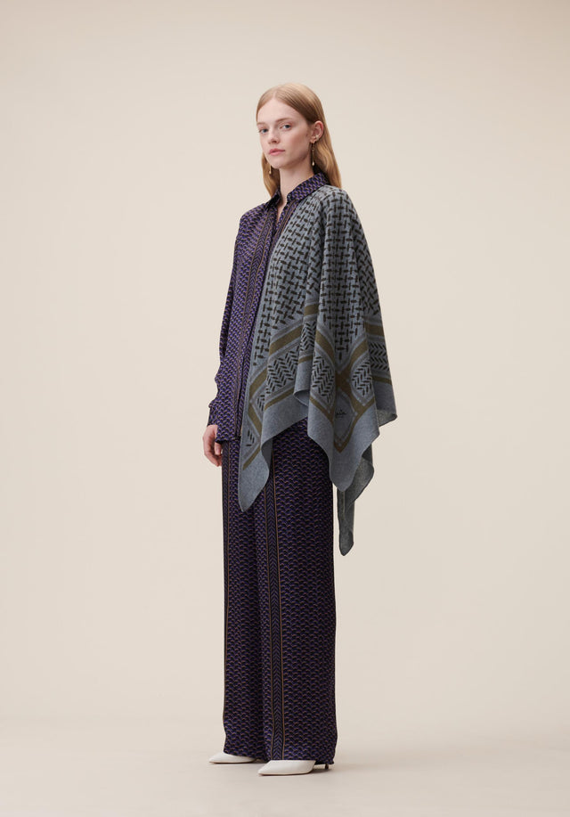 Triangle Trinity Colored M Black Olive on Tempesta - A special edition of our luxuriosly soft, triangle shaped cashmere...