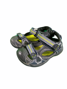 Cherokee Green & Black Sandals (Size 6)