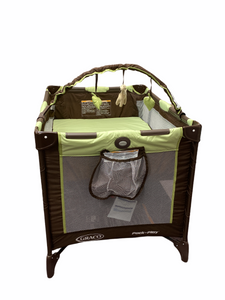 Graco Green Giraffe Pack n' Play with Bassinet Level and Toy Bar