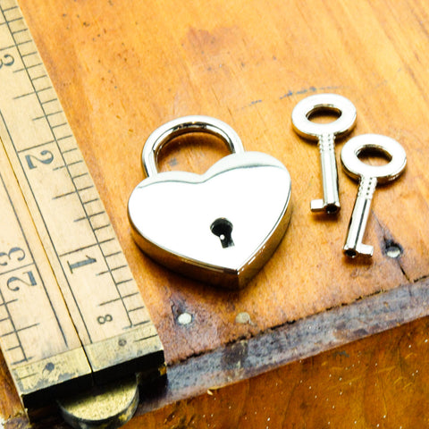 Axovus Heart Shaped Lock with Keys Scale Image