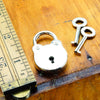 Axovus Round Lock with Keys Scale Image