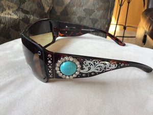 Gorgeous bling Concho studded UV 400 Montana west sunglasses