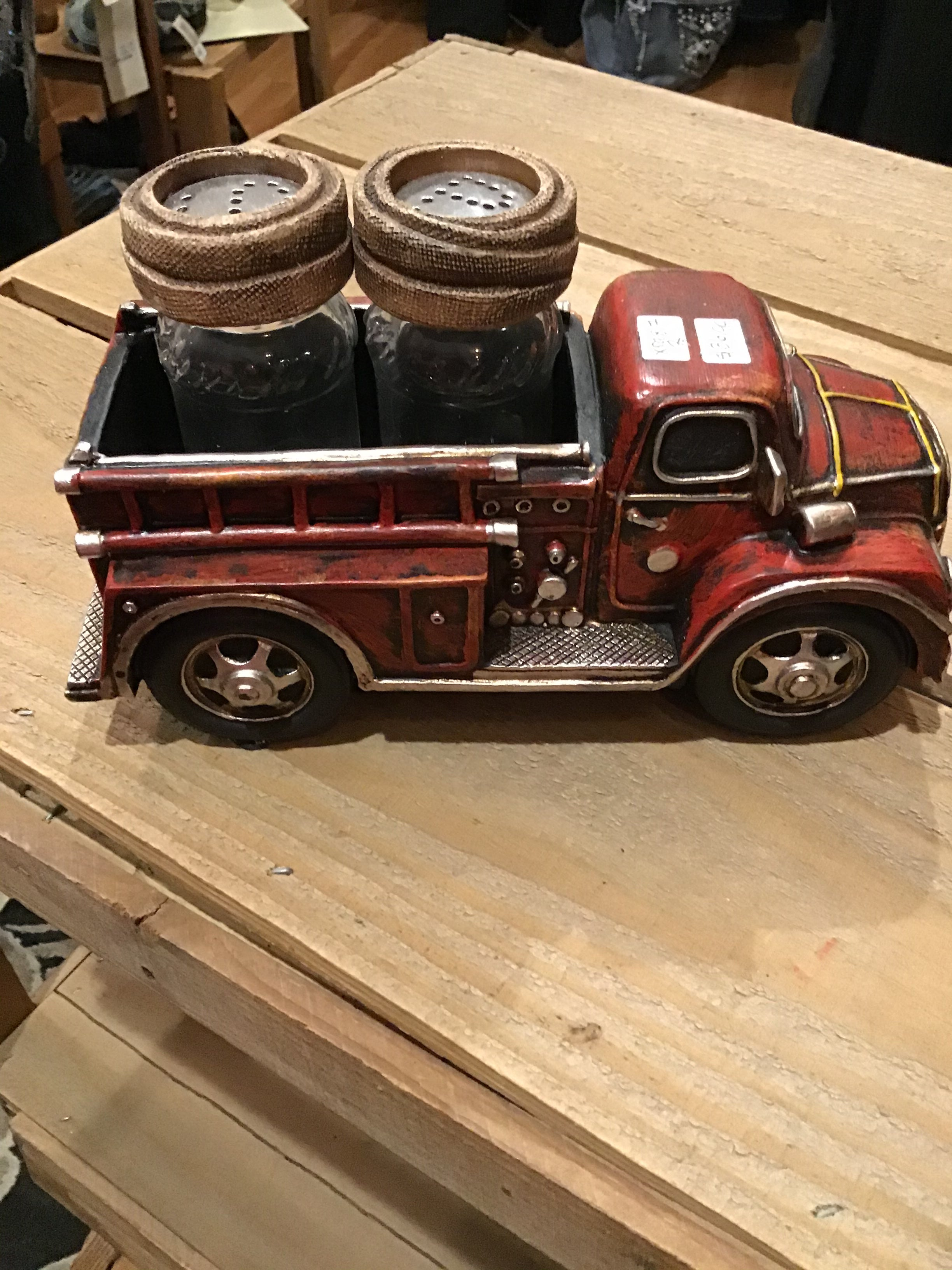 Salt & Pepper Shaker Holder