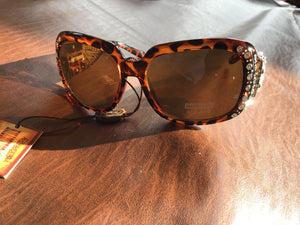 Gorgeous wing huge Concho leopard bling Concho studded UV 400 Montana west sunglasses last pair