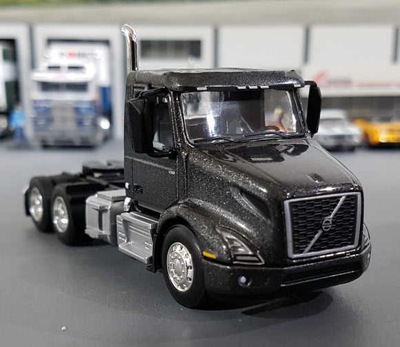 1/64  DCP / FIRST GEAR VOLVO VNR 300 PRIME MOVER IN GRAY METALIC