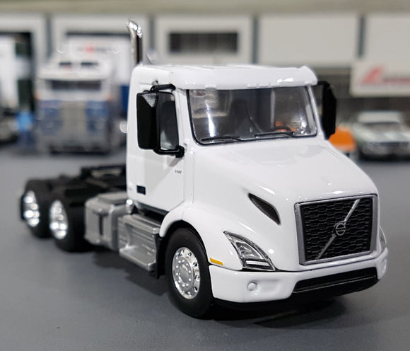 1/64  DCP / FIRST GEAR VOLVO VNR 300 PRIME MOVER IN WHITE