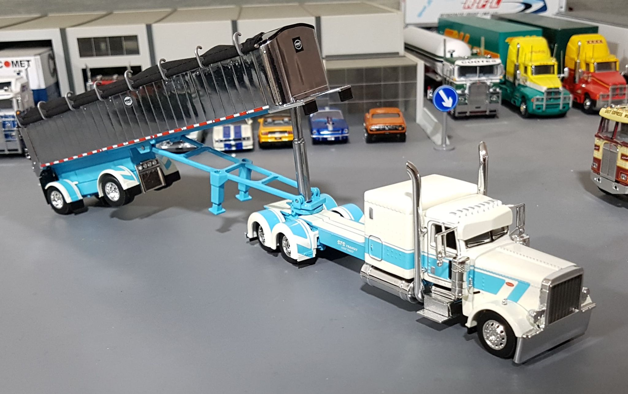 1 64 Dcp Peterbilt 389 White Blue Sts Transit With Tri Tipping Coal Tufftrucks Scale Models