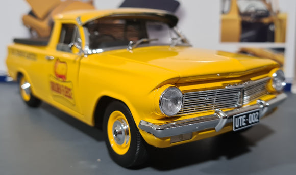 1/18  CLASSIC CARLECTABLE EH HOLDEN UTE GOLDEN FLEECE FROM THE HERITAGE COLLECTION