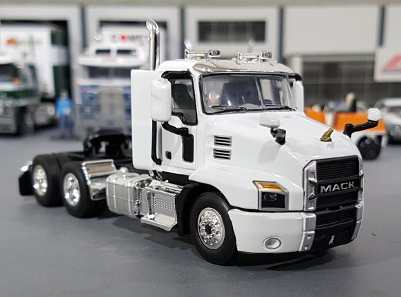 1/64  DCP / FIRST GEAR MACK ANTHEM PRIME MOVER IN ARTIC WHITE