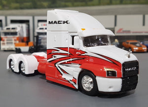 1/64 MAISTO MACK ANTHEM IN WHITE AND RED NEW IN BOX