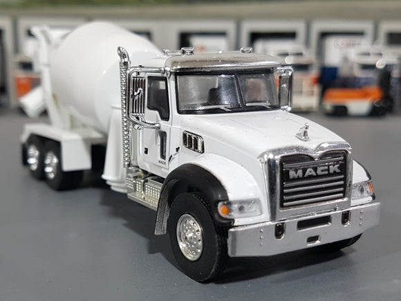 1/64 GREENLIGHT WHITE MACK GRANITE CEMENT MIXER  NEW ON CARD