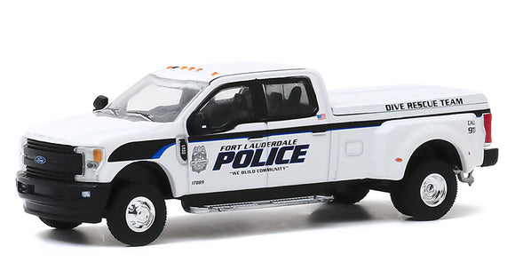 GREENLIGHT  • 2019 WHITE FORD F-350 LARIET POLICE DUALLY NEW ON CARD
