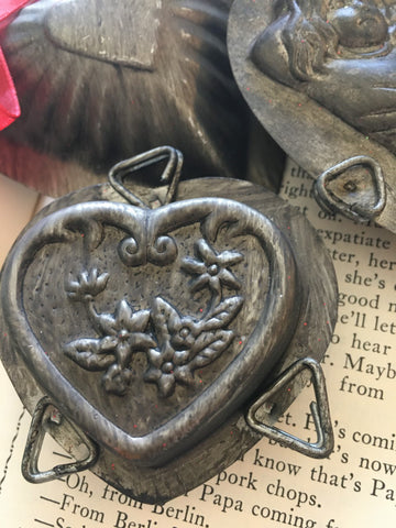 Valentines Mold  Heart with flower - BELLAVINTAGEHOME