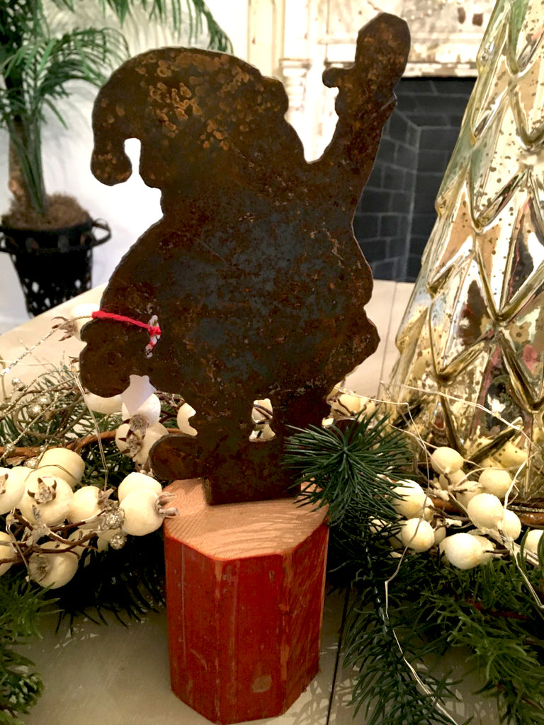Rusty Table Top Santa - BELLAVINTAGEHOME