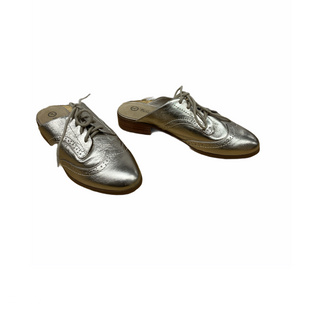 Primary Photo - BRAND:    CLOTHES MENTOR STYLE: SHOES FLATS COLOR: GOLD SIZE: 8 OTHER INFO: BELLA VITA - SKU: 196-19666-18195