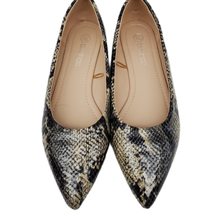 Primary Photo - BRAND: BOOHOO BOUTIQUE STYLE: SHOES FLATS COLOR: SNAKESKIN PRINT SIZE: 7 SKU: 196-196112-56240