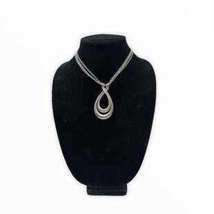 Primary Photo - BRAND: CHICOS STYLE: NECKLACE COLOR: SILVER SKU: 196-196145-522
