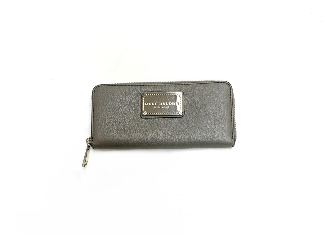Primary Photo - BRAND: MARC JACOBS<BR>STYLE: WALLET<BR>COLOR: GREY<BR>SIZE: MEDIUM<BR>SKU: 196-196138-2367
