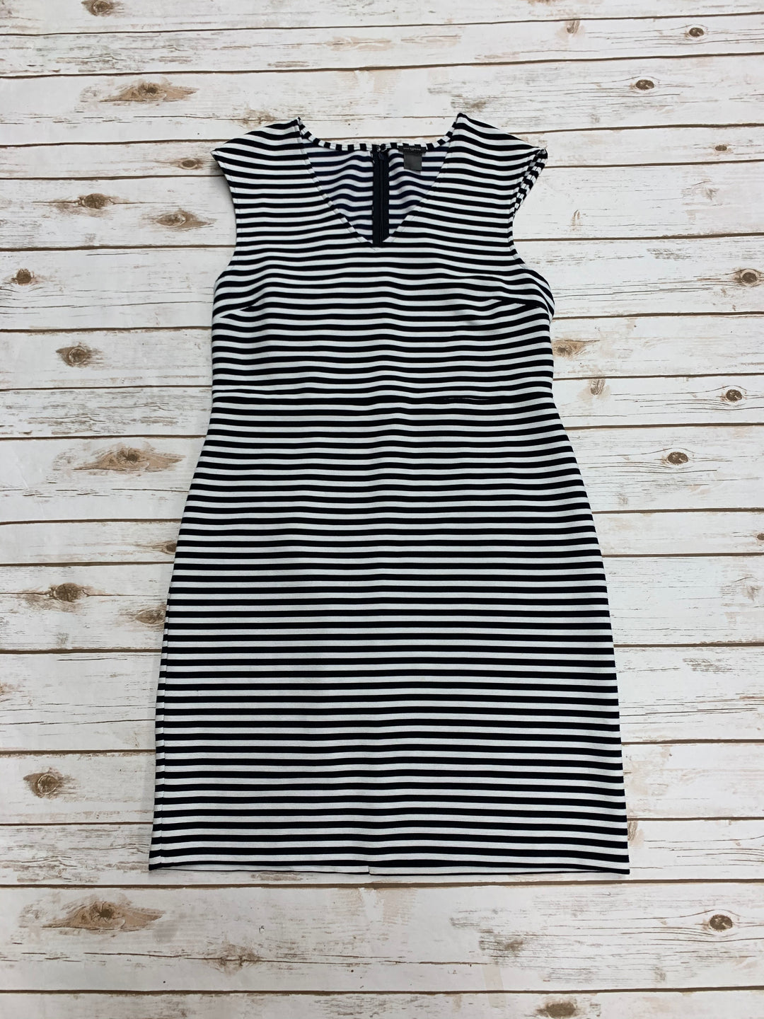 Primary Photo - BRAND: ANN TAYLOR <BR>STYLE: DRESS LONG SLEEVELESS <BR>COLOR: BLACK WHITE <BR>SIZE: L <BR>SKU: 196-196132-2431