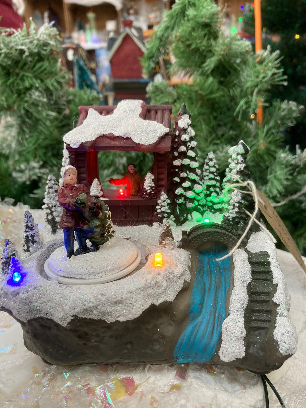 14CM BATTERY OP LIT LED VILLAGE SCENE WITH TREE SELLER