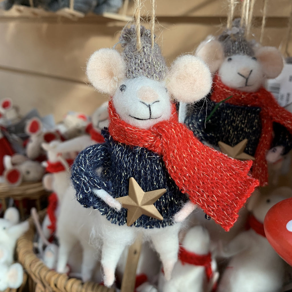 MOUSE WITH STAR TREE DECORATION