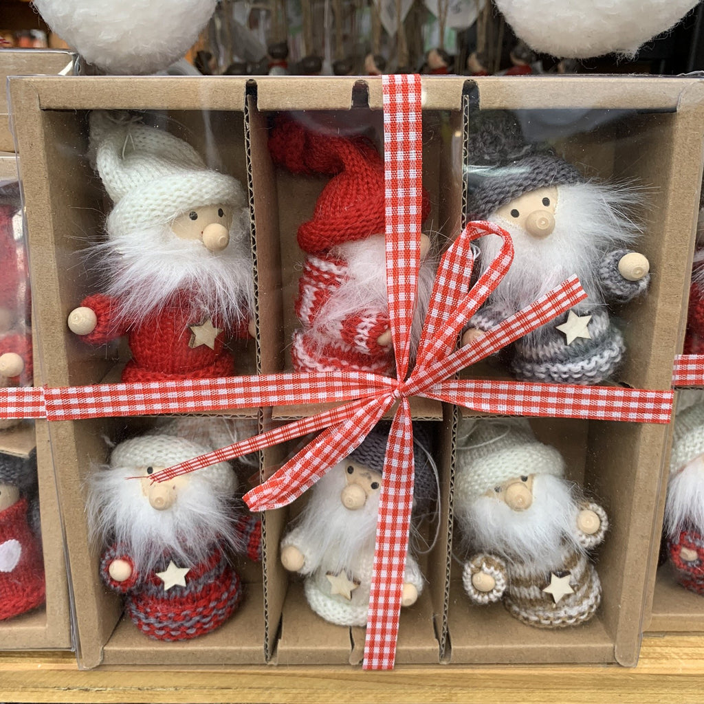 BOX OF 6 GNOMES WITH STAR SWEATER