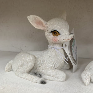 MINI SITTING WHITE DEER