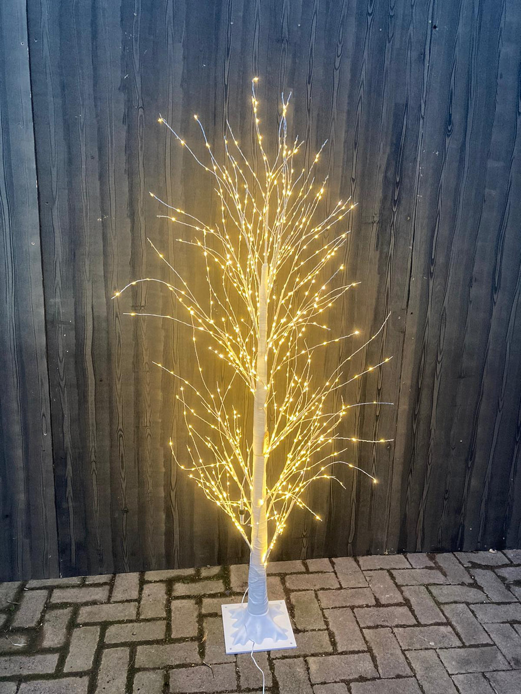 WARM WHITE WIRE TWIG TREE 900 LEDS