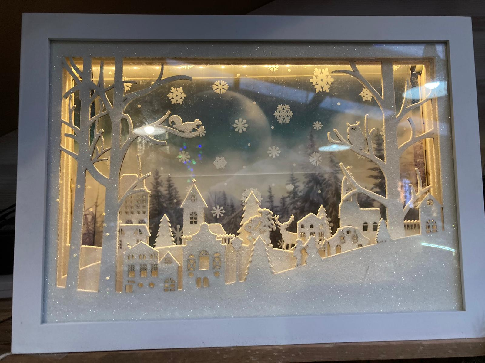 30CM MOVING SNOWFLAKE TOWN SCENE